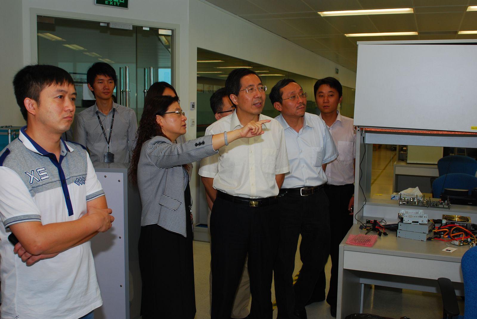 李建东副校长一行参观ti实验室
